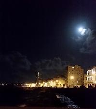 Vollmond über Havanna